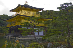 Golden Pavillion, Kyoto, Japan (Geoffsnaps) Tags: beautiful japan spectacular gold nikon kyoto d2h goldenpavillion 1755mmf28dxafs