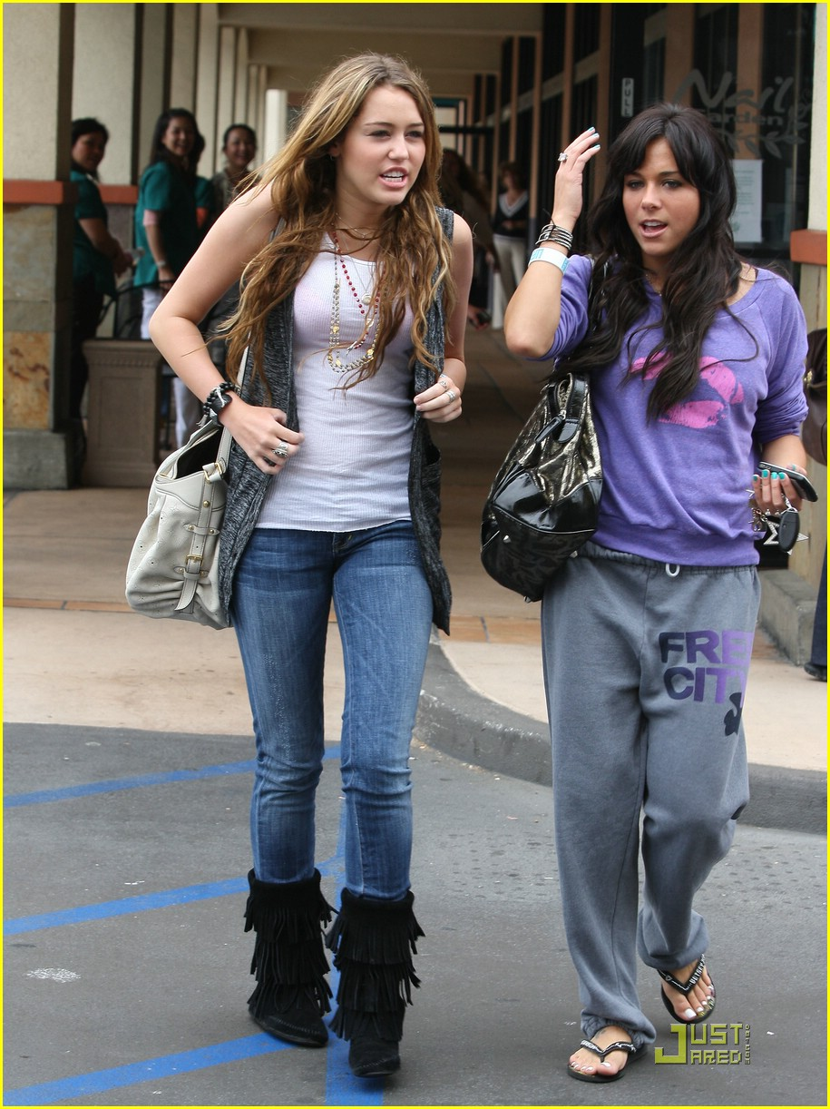 miley-cyrus-mandy-jiroux-lunch-01