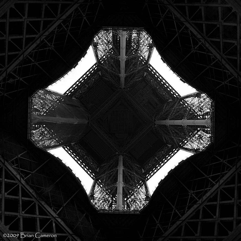 Au-dessous de la Tour Eiffel (2)