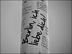 Berlino (•:• panti •:•) Tags: blackandwhite berlin germany bn font palo biancoenero germania cornice scritta berlino ichliebedich scritte tedesco carattere palotv scritteintedesco