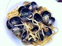 Linguine Vongole e Vino Bianco - Linguine with baby Manila clams in a white wine sauce