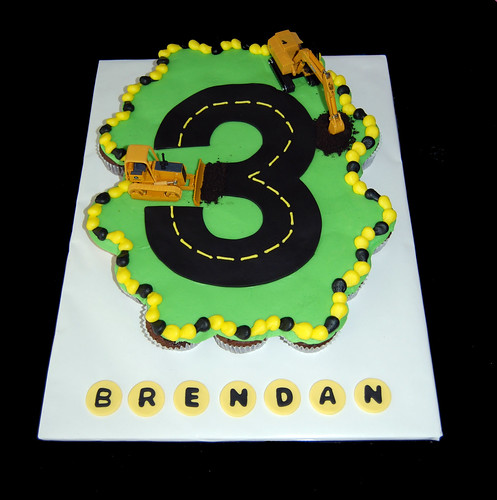 Brendans construction 3rd birthday cupcake cake