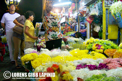 Dangwa flower market at night