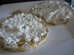 Cottage cheese on corn thins