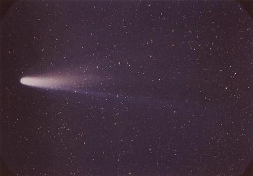 6 mars 1986 / La sonde Vega au plus près du noyau de la comète de Halley 3332281526_268a17e34d
