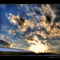 sunset behind a fence (MyOakForest) Tags: schnee winter snow clouds fence sonnenuntergang wolken zaun nwn sutset blueribbonwinner