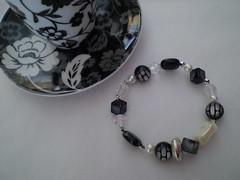 357 pulseira (Bastidor) Tags: handmade preto pulseira prolas prateado elstico contassvoltas