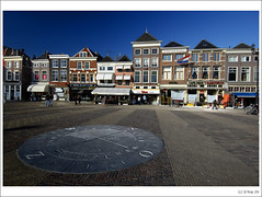 Delft Postcards : Same Market Square as previous one... :) (B'Rob) Tags: city travel bridge blue light sunset snow streetart holland color reflection bird art tourism church water netherlands bike bicycle azul architecture night square photography canal photo yahoo google arquitectura nikon flickr paradise picture nederland thenetherlands ciudad tourist colores best explore most cielo holanda paraiso kerk mejor zuidholland nieuwekerk 18200mm d40 brob explored brobphoto