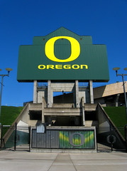 UO Autzen Stadium (Wolfram Burner) Tags: life school signs green college sign yellow oregon campus football university o stadium board photojournalism ducks eugene experience uo signage burner score journalism uofo universityoforegon eugeneoregon uoregon autzen wolfram wolframburner