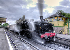 31806 on a Murder Mystery special (Arle Images) Tags: hampshire steam hdr southernrailway watercressline midhantsrailway photomatix mhr 31806 hanpshire uclass