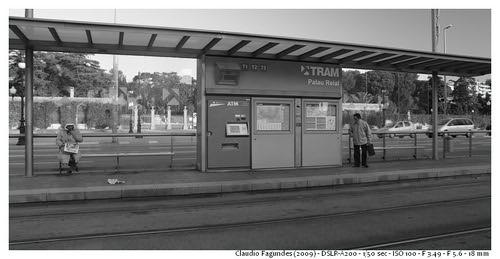 """Barcelona: Na estação del Tranvia no Palácio Real by Claudio """"CAlex"""" Fagundes"""