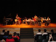 "Visão da platéia do show no MASP • <a style=""font-size:0.8em;"" href=""http://www.flickr.com/photos/63787043@N06/5809617040/"" target=""_blank"">View on Flickr</a>"
