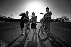 (leo.eloy) Tags: bw sunlight boys bike meninos backlight digital contraluz photography three photographer bicicleta pb trio trs 2011 leoeloy makingofpaulinia