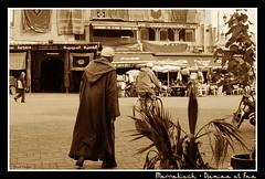 Marrakech - Djemaa el Fna (CATDvd) Tags: portrait november2005 market retrato social mercado morocco marrakech marruecos marroc mercat retrat nikonf65 djemaaelfna catdvd davidcomas
