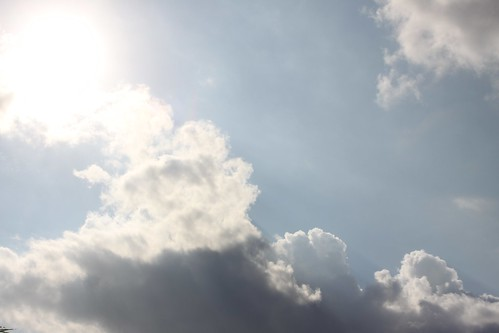 """Nubes • <a style=""""font-size:0.8em;"""" href=""""http://www.flickr.com/photos/30735181@N00/3248441264/"""" target=""""_blank"""">View on Flickr</a>"""