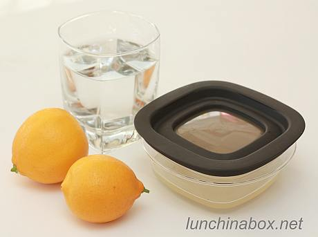 Stored lemon water for dipping fruit