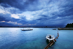 UNDER THREATENING SKIES (Sphinx..Saldaa) Tags: blue sunset sea seascape canon boat skies time jetty philippines bamboo filter 1022mm uwa davaocity nd8 vosplusbellesphotos sphinxsaldana bluejazresort underthreateningskies