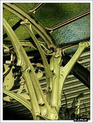 Guimard (JP2H) Tags: paris art metal architecture subway liberty arquitectura metro structure artnouveau ubahn architektur 16 nouveau arrondissement modernismo guimard ratp jugendstil foch mtropolitain edicule xvie