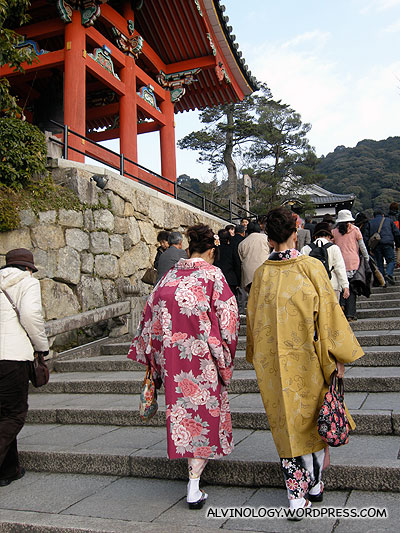 Ladies in kimono making their way up the shrines
