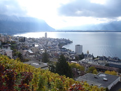 Montreux glorieux (Le monde aux yeux d'une Canadienne) Tags: travel autumn fall clouds automne switzerland vineyard october europe suisse nuages 2008 octobre crepuscularrays lakegeneva montreux lacléman