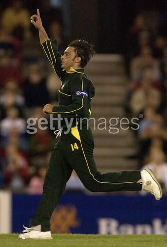 Twister-Paksitan vs Australia 3rd ODI Super Challenge series GABBA Brisbane 2002