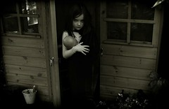 The Ring (Mayastar) Tags: playing moody child crop thering ifyourefeelingsinister notposing mayastar qualcunohadettopesissima