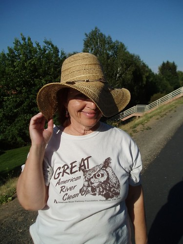 My new happy hat 100% paper~
