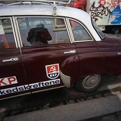 (Son of Lumiere) Tags: street car oslo norway communism grnerlkka fujivelvia50 nkp kommunist hasselbladswc autaut nikonsupercoolscan9000ed