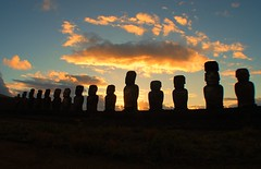 A lost Civilization (GlossyEye.) Tags: world travel sunset photography la nikon 55mm civilization moai easterisland fa 200mm wideanglelens ahutongariki differenza  lamicizia nikond40  lamiciziafaladifferenza picnikorpicnic