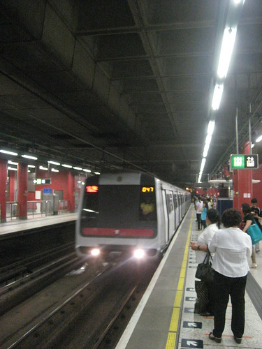 Train Platform at Tsuen Wan MTR