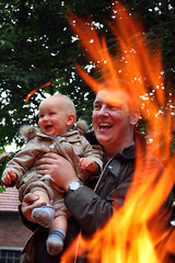 father & son (cool_colonia4711) Tags: fun fire father son nephew brotherinlaw feuer mk vater sohn neffe spas schwager riemke mrkischerkreis stadthemer