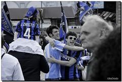 G-Inter Scudetto 18 - Milano 02 (R) Tags: argentina fan milano fans duomo festa calcio inter fcinternazionale zanetti scudetto campioni campionato nerazzurri interisti