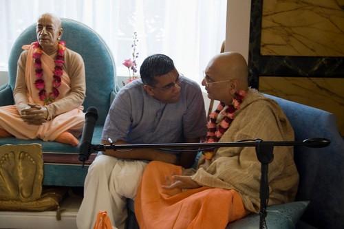 H H Bhakti Caru Swami 2010 - 0018 por ISKCON desire tree.