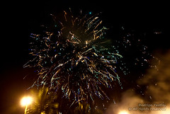 Fogos de 2009 (Rostev) Tags: longexposure praia beach brasil nikon nightshot fireworks sopaulo newyear noturna anonovo bertioga longaexposio fogos enseada fogosdeartifcio d80 tamron1750mmf28 rostev nikond80 rodrigoteofilo