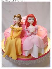 Disney Princess Cake (Dragonfly Doces) Tags: pink girls ariel beauty cake butterfly princess little para rosa disney e belle beast bolo mermaid bela menina pequena fera borboletas fondant sereia princesas
