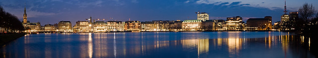 Hamburg at night I.
