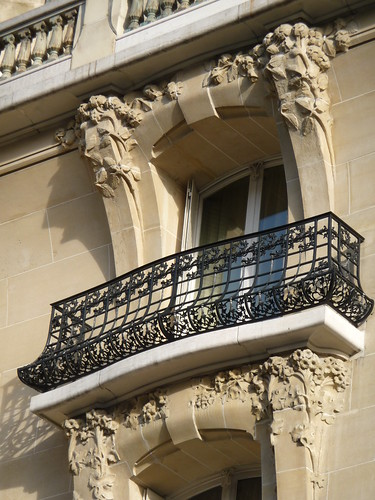 Prima Casa cu Balcon din Bucuresti