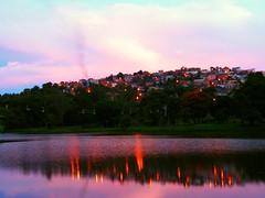 ...E quando o morro escurece...em Caxambu,MG (cmaximodefigueiredo) Tags: gua landscape lago minas paisagem instant reflexo anoitecer casario entardecer flagrant
