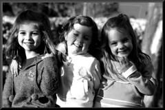 trio de ases (SALVADOR SERRANO) Tags: nios trio felicidad nias amistad niez salva risas ternura sonrisas ases garbanzo1971
