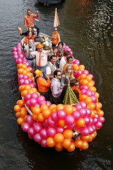 Q-Day 09 - 110.jpg (Good fella) Tags: party feest food orange amsterdam canon boats dancing parties canals drinks 5d photochiel grachten eten oranje queensday koninginnedag dansen april30th koninginnenacht 2470f28l 70200f28lis goodfella 1dmarkiii grandtheftphotocom 30april2009