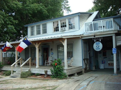 The great Blue Moon Hostel in Lafayette, Louisiana...