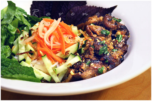 bun thit nuong (vermicelli with grilled pork)