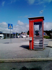 Telefonkiosk - samyrane (I'm Flickring) Tags: norway volvo norge phonebooth bergen esso hordaland telefonkiosk iphone nyborg riks sane