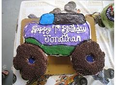 Johnny's Monster Truck Cake (Sports Mom 31) Tags: grave monster cake truck pull cupcake gravedigger jam digger monstertruck apart monsterjam pullapart monstertruckcake gravediggercake monstertruckpullapartcake gravediggerpullapartcake