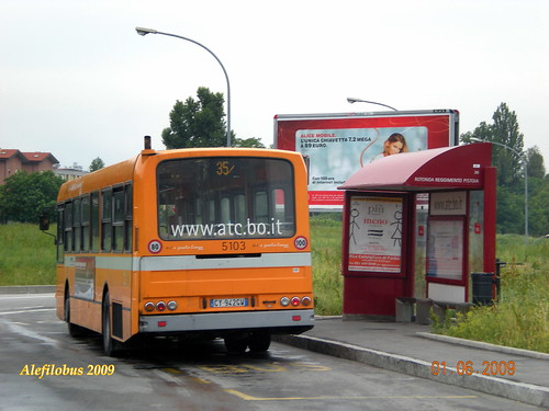 Bologna: autobus Menarini 201 n° 5103 del 1982 al capolinea 35 Facoltà d'Ingegneria