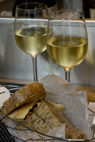 Verdiccchio and Soave with bread basket