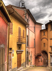 Street in the hilltop village of Monterchi, Italy (Anguskirk) Tags: old pink italy streets colour building rain architecture pretty italia village terracotta passages tuscany raining archways quaint picturesque 2009 hdr hilltop alleys arezzo monterchi yellowarches pageandmoy pagemoy