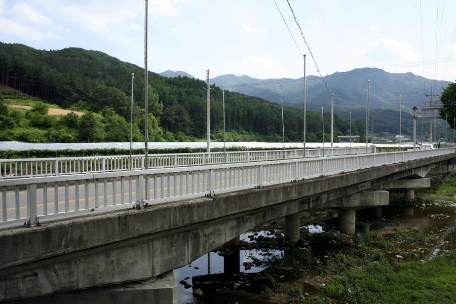 Road to Muju Resort