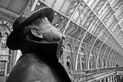 Sir John Betjeman (Aaron Yeoman) Tags: uk greatbritain roof england london station statue architecture train john europe gare eurostar sony victorian rail railway terminal international gb canopy a200 railways pancras barlow trainshed stp midlandrailway terminus hs1 betjeman spx 1868 themeetingplace williamhenrybarlow johnbetjeman stpancrasinternational highspeed1 sirjohnbetjeman sonya200 cathedraloftherailways thebutterleycompany