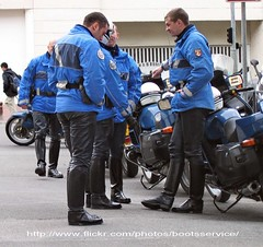 IMG_4811.ID (bootsservice) Tags: paris leather uniform boots motorcycles moto yamaha uniforms garde escort bottes helmets motos uniforme motocycle gendarme cuir motards breeches gendarmerie uniformes escorte tallboots casques republicaine
